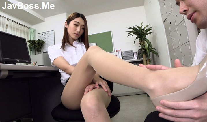 Slut office lady Kanae Renon get massage of her colleague and let him fucks a lot